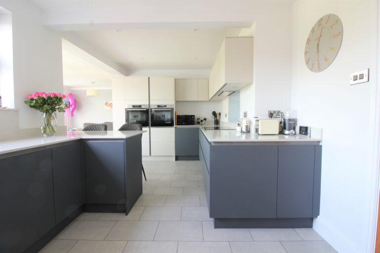 Modern Masterclass Kitchen: H-Line Sutton in Heather Slate and Highland Stone